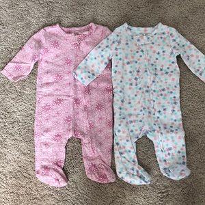 1 pair of baby zip up onesies.